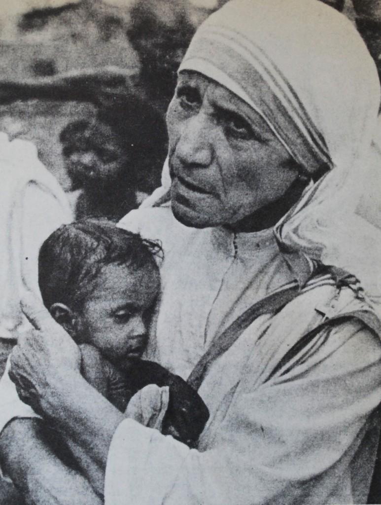 2. Moder Teresa, med litet barn