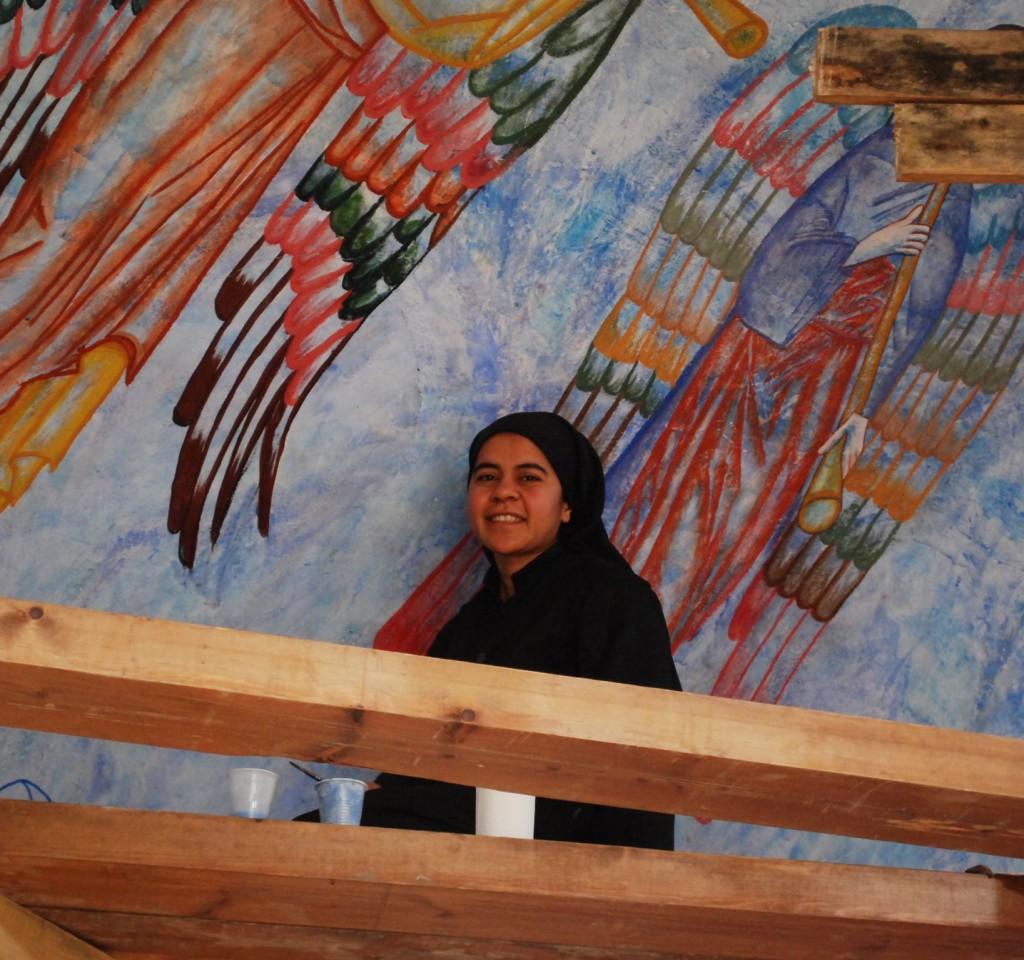 5. Syster Hanuna under arbete med trumpetande ärkeänglar